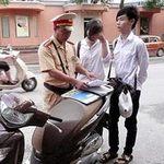 Tin tức trong ngày - Xem lại quy định cấm HS đi xe máy đến trường