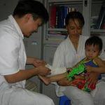 Sức khỏe đời sống - Nối liền bàn chân đứt rời cho bé 3 tuổi