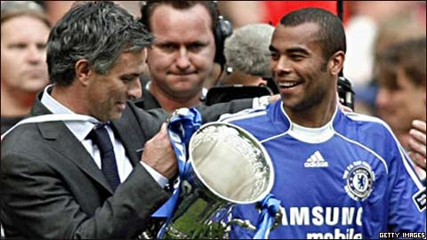 Ashley Cole sắp rời Chelsea? - 1