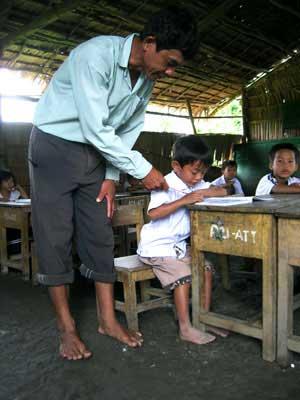 Xắn quần dạy - học ở Trắp Khỉ - 3
