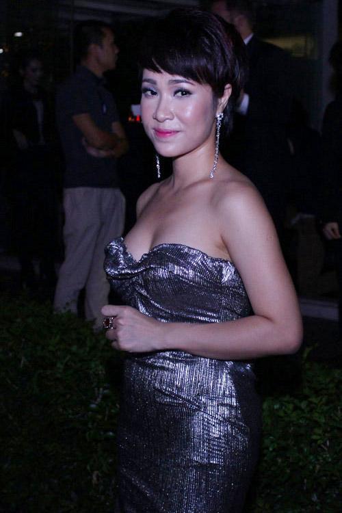 Mỹ nhân Việt khoe cá tính cùng tóc ngắn - 10