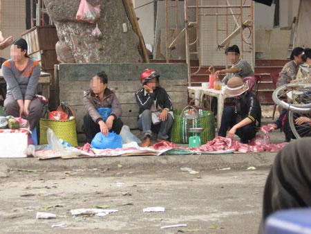 Chợ chuyên bán... thịt ế ở Thủ đô - 1