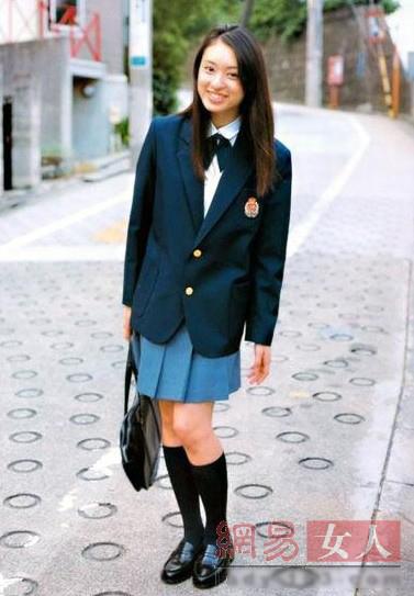 Sao Á đọ trẻ trung với đồng phục nữ sinh - 2