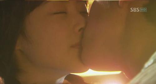 Đêm tân hôn nóng bỏng trên màn ảnh Hàn - 7