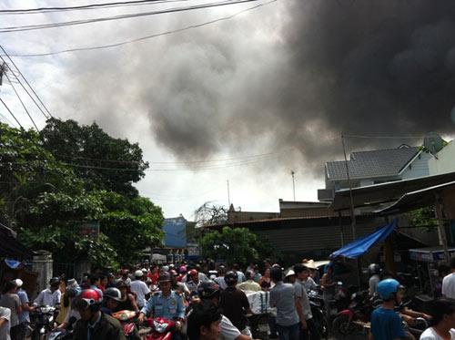 Cháy kinh hoàng tại KCN Sóng Thần-Bình Dương - 1
