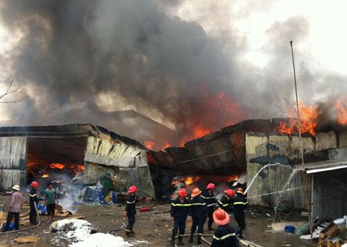 Cháy kinh hoàng tại KCN Sóng Thần-Bình Dương - 2