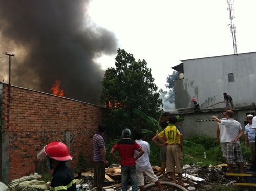Cháy kinh hoàng tại KCN Sóng Thần-Bình Dương - 3