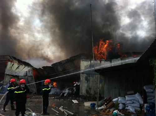 Cháy kinh hoàng tại KCN Sóng Thần-Bình Dương - 4