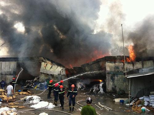 Cháy kinh hoàng tại KCN Sóng Thần-Bình Dương - 5