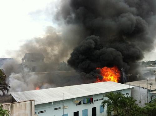 Cháy kinh hoàng tại KCN Sóng Thần-Bình Dương - 8