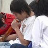 Hà Nội: Học sinh hút cần sa ngay tại trường