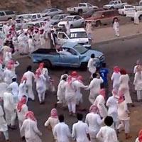 """""""Choáng"""": Dân chơi Ả Rập drift xe vào đám đông"""