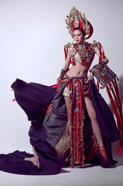 Siêu mẫu Ngọc Oanh mặc gì cũng đẹp - 8