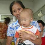 Tin tức trong ngày - Bé 10 tháng tuổi suýt chết vì bị rắn lục cắn