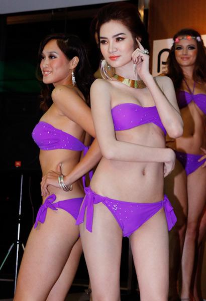 Siêu mẫu Ngọc Oanh mặc gì cũng đẹp - 11