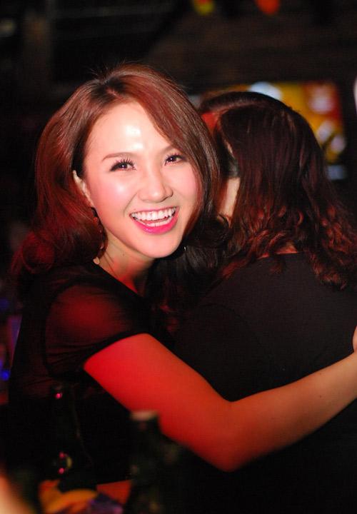 Vợ Phan Đinh Tùng ngày càng xinh đẹp - 13