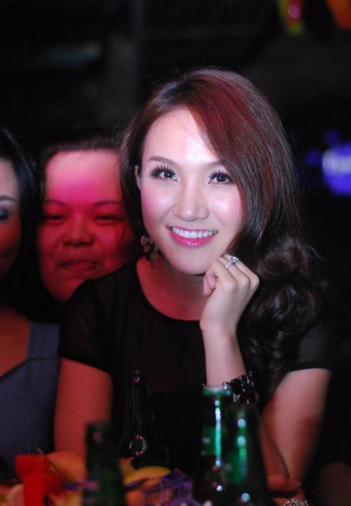 Vợ Phan Đinh Tùng ngày càng xinh đẹp - 12