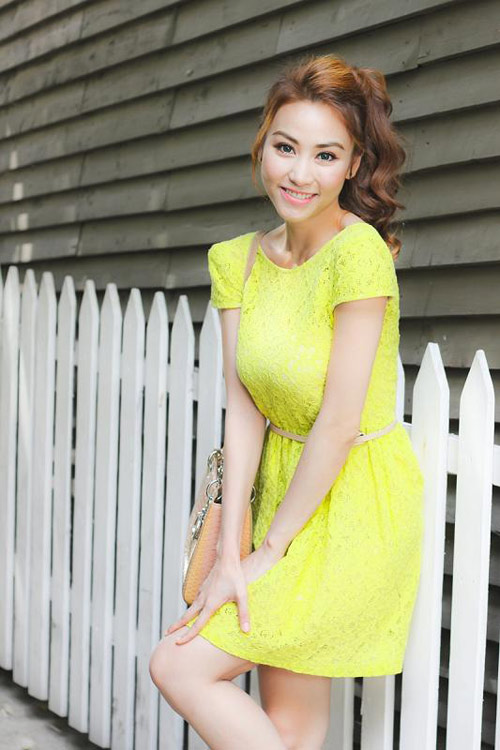 Ngân Khánh khoe lưng ong gợi cảm - 2