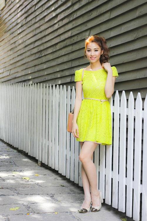 Ngân Khánh khoe lưng ong gợi cảm - 6