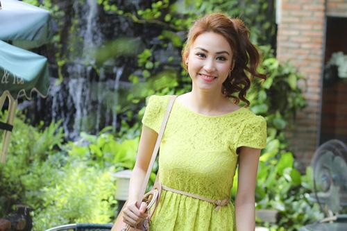 Ngân Khánh khoe lưng ong gợi cảm - 9