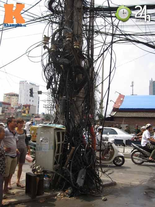 Hà Nội: Cháy cột điện, người dân hoảng loạn - 10