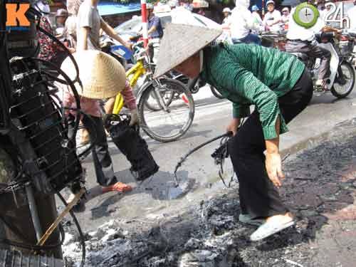 Hà Nội: Cháy cột điện, người dân hoảng loạn - 7