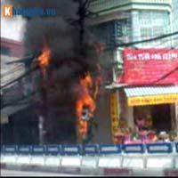 Hà Nội: Cháy cột điện, người dân hoảng loạn