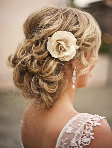 Tóc búi lãng mạn cho cô dâu 2012 - 1