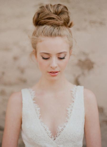 Tóc búi lãng mạn cho cô dâu 2012 - 10