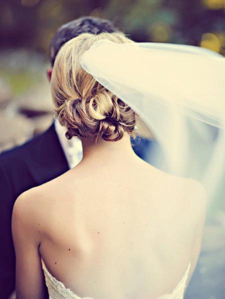 Tóc búi lãng mạn cho cô dâu 2012 - 12