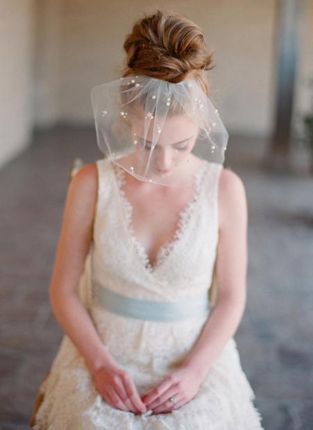 Tóc búi lãng mạn cho cô dâu 2012 - 17