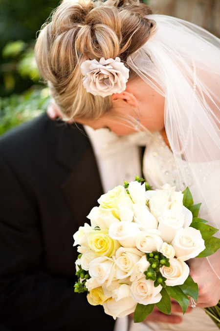 Tóc búi lãng mạn cho cô dâu 2012 - 18