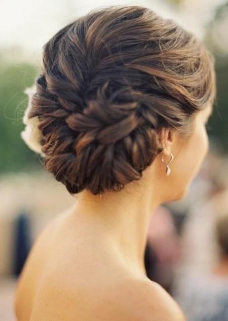 Tóc búi lãng mạn cho cô dâu 2012 - 3