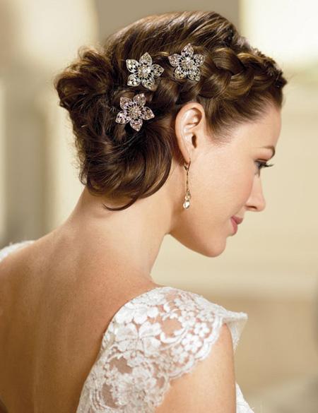 Tóc búi lãng mạn cho cô dâu 2012 - 4