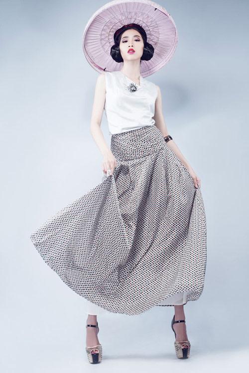Huỳnh Nu tung hứng với nón quai thao - 1