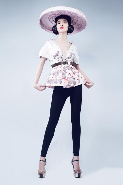 Huỳnh Nu tung hứng với nón quai thao - 10