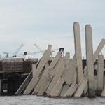 Tin tức trong ngày - Sập cầu cảng Tổng kho dầu khí Đà Nẵng
