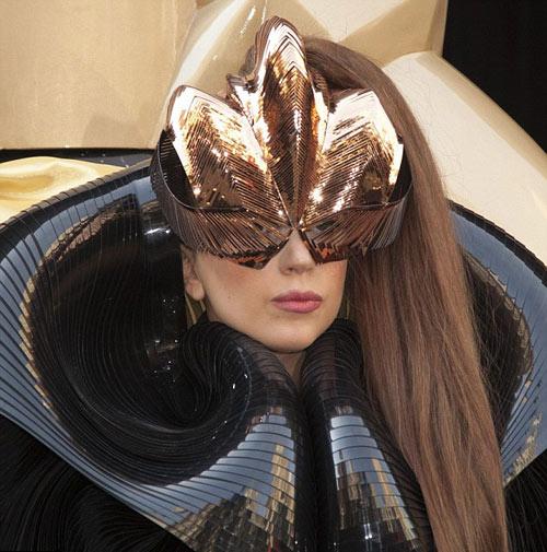 Hết hồn với vẻ kỳ quái của Lady Gaga - 6