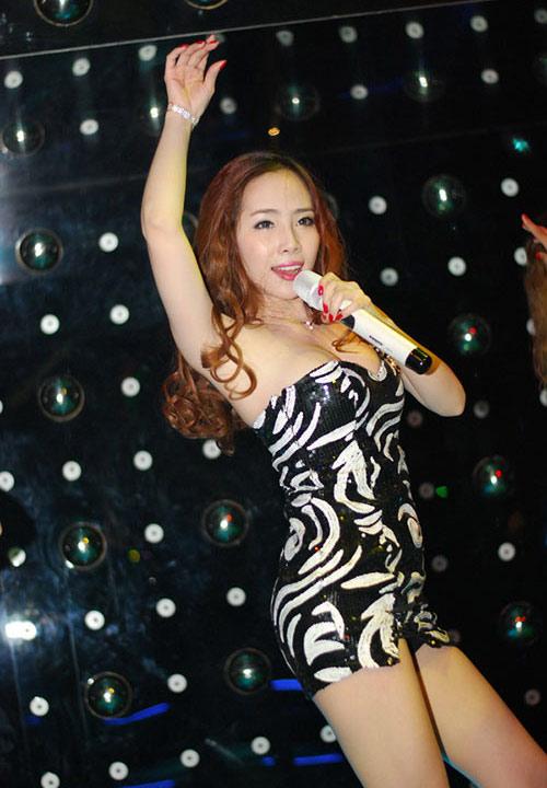 Quỳnh Nga lộ hàng vì quá sexy - 9