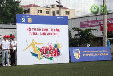 Sinh viên Sài Thành tranh tài Futsal 2012 - 1