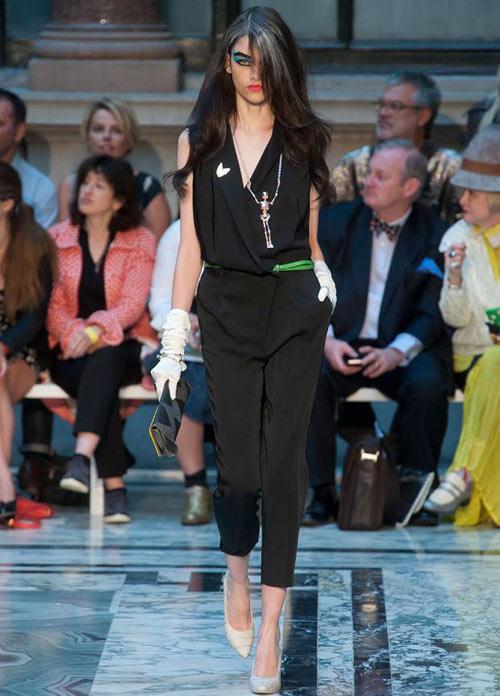 Nữ sinh nổi loạn trên sàn catwalk London - 10