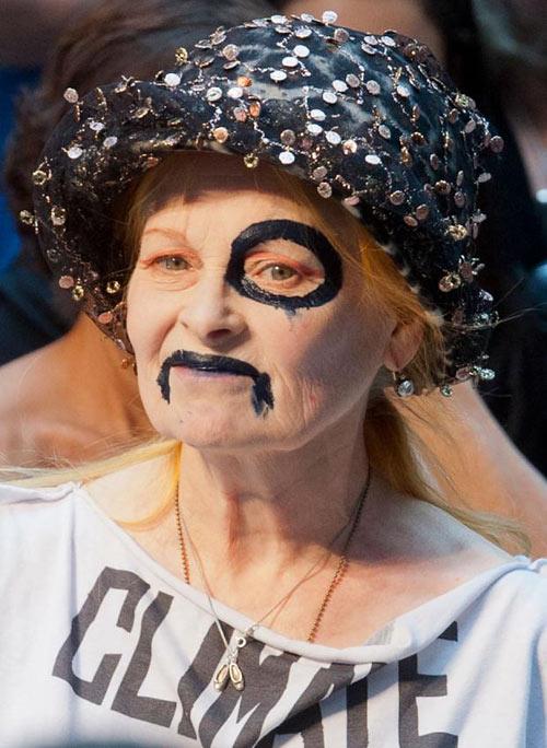 Nữ sinh nổi loạn trên sàn catwalk London - 2