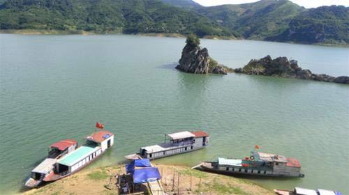 """Vịnh Hạ Long"""" trên sông Đà - 1"""