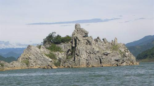 """Vịnh Hạ Long"""" trên sông Đà - 2"""