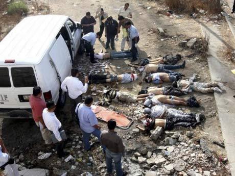 17 thi thể bị vứt trên đường cao tốc ở Mexico - 1