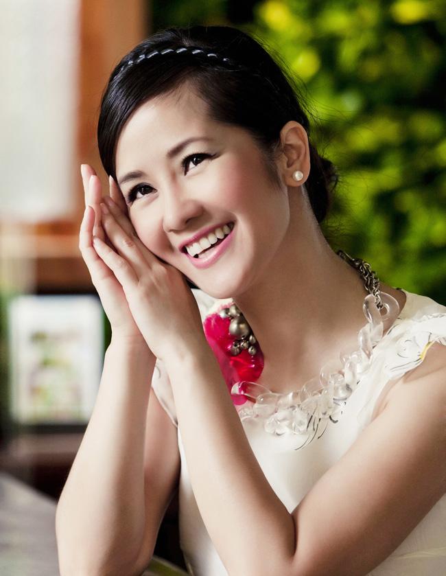 Đặc biệt là khi hoàn thành thiên chức của một người phụ nữ, nhan sắc của Hồng Nhung ngày càng rạng rỡ. & #160;Trông cô lúc nào cũng ngập tràn trong hạnh phúc.