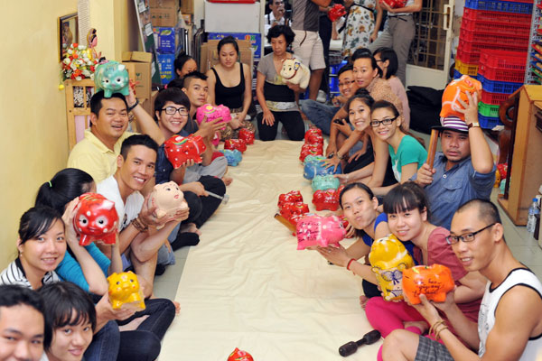 Trang Trần đập heo mua xe đạp từ thiện - 5