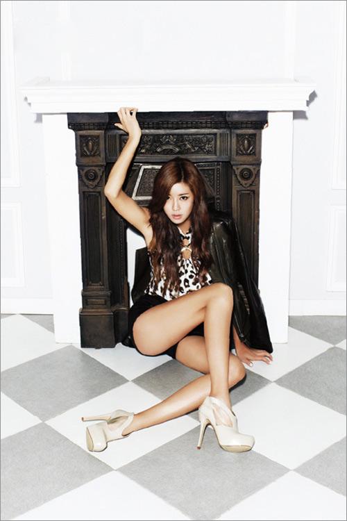 Kiều nữ Hàn khoe chân dài siêu mượt - 3