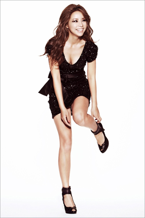 Kiều nữ Hàn khoe chân dài siêu mượt - 11