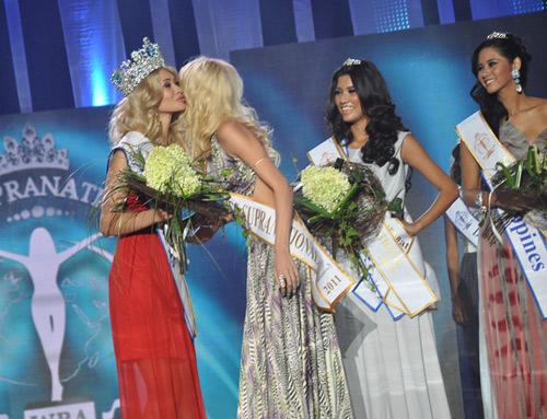 Ngắm dung nhan Hoa hậu Siêu quốc gia 2012 - 13